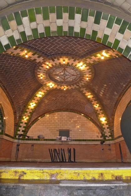 old city hall subway station mezzanine