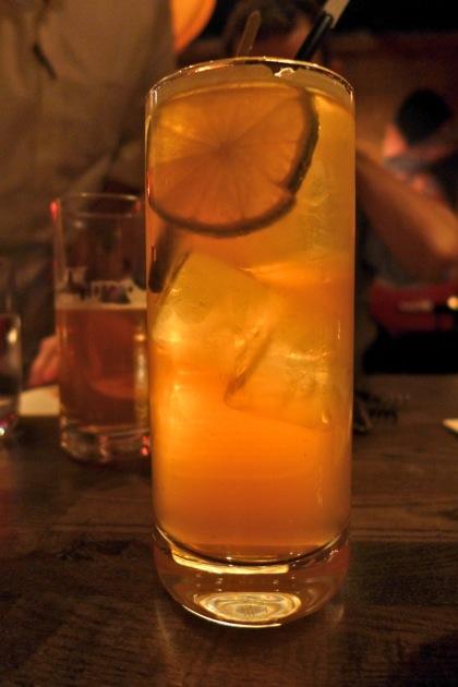 Bisutoro gin and tonic