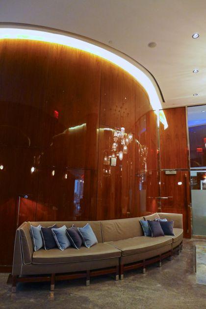 Hotel Hugo lobby2