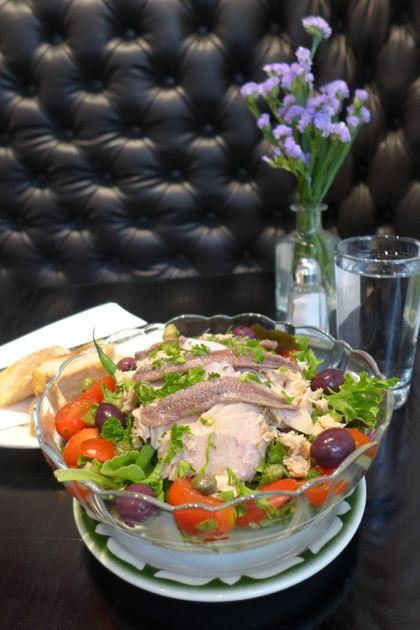 Macaron Cafe Nicoise salad