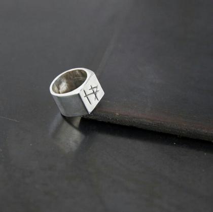 Uhuru rune ring