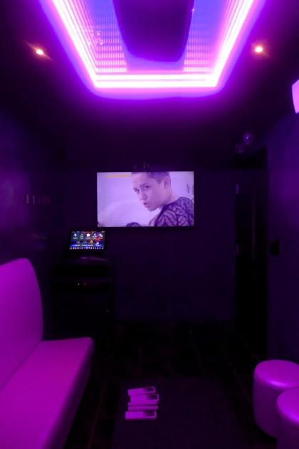 Gunbae small karaoke room2