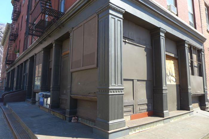 Desbrosses vacant storefront
