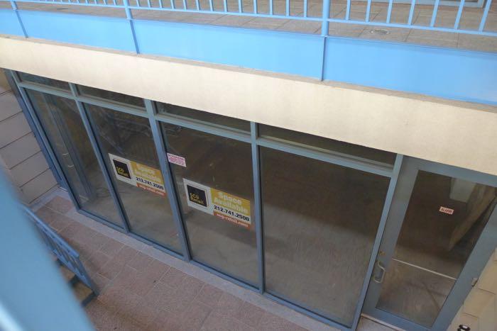 Warren vacant storefront3
