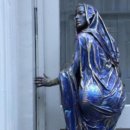 Nancy Pantirer sculpture on Leonard