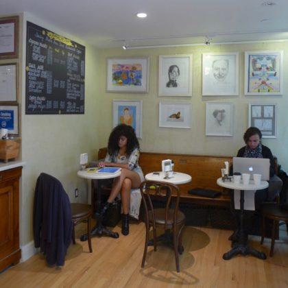 Galerie de Cafe seating