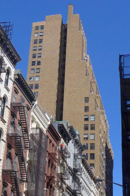 potential jumper at 401 Broadway