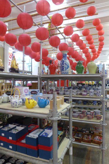 pearl-river-mart-tribeca-popup-shelves